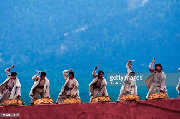 Lijiang Experience folk dance performance