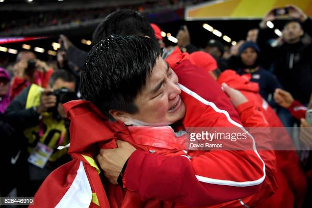 Lijiao Gong of China celebrates celebrates winning gold in the Women's Shot Put final during day six of the 16th IAAF World Athletics Championships...