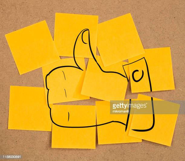 like, thumbs up sticky notes on a board - like button fotografías e imágenes de stock