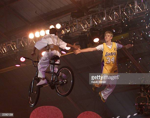 Lil' Bow Wow and Aaron Carter at the Nickelodeon's 14th Annual Kids' Choice Awards at Barker Hanger in Los Angeles CA Saturday April 21 2001