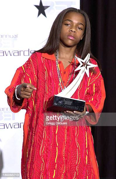Lil' Bow Wow poses with his Viewers Choice Award during the 1st Annual BET Awards June 19 2001 at the Paris Hotel and