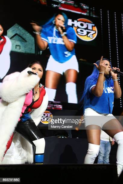 Lil Kim and Remy Ma perform onstage at the 2017 Hot for the Holidays concert at Prudential Center on December 14, 2017 in Newark, New Jersey.