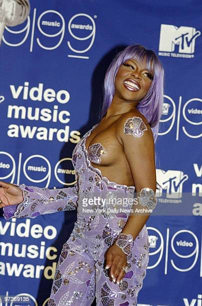 Lil' Kim backstage at the MTV Video Music Awards at Lincoln Center