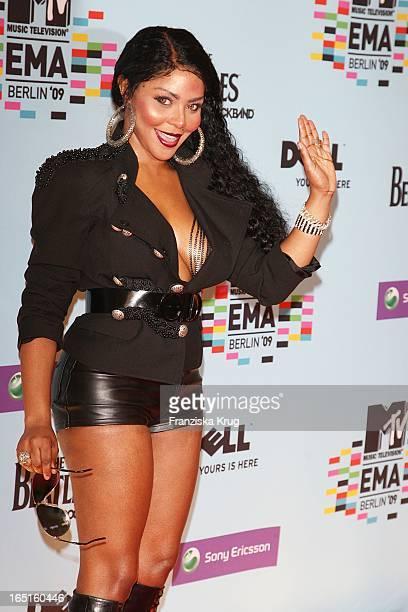 Lil Kim Bei Der Ankunft Zu Den Mtv Europe Music Awards In Der O2 Arena In Berlin