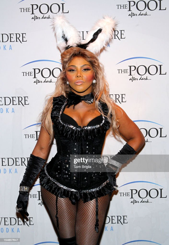 Lil' Kim Performs At The Pool After Dark