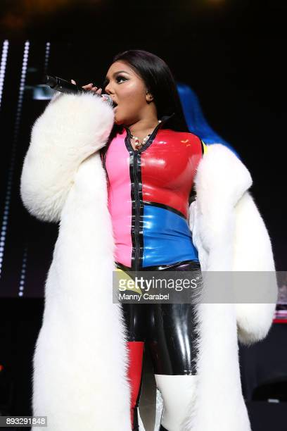 Lil Kim performs onstage at the 2017 Hot for the Holidays concert at Prudential Center on December 14, 2017 in Newark, New Jersey.