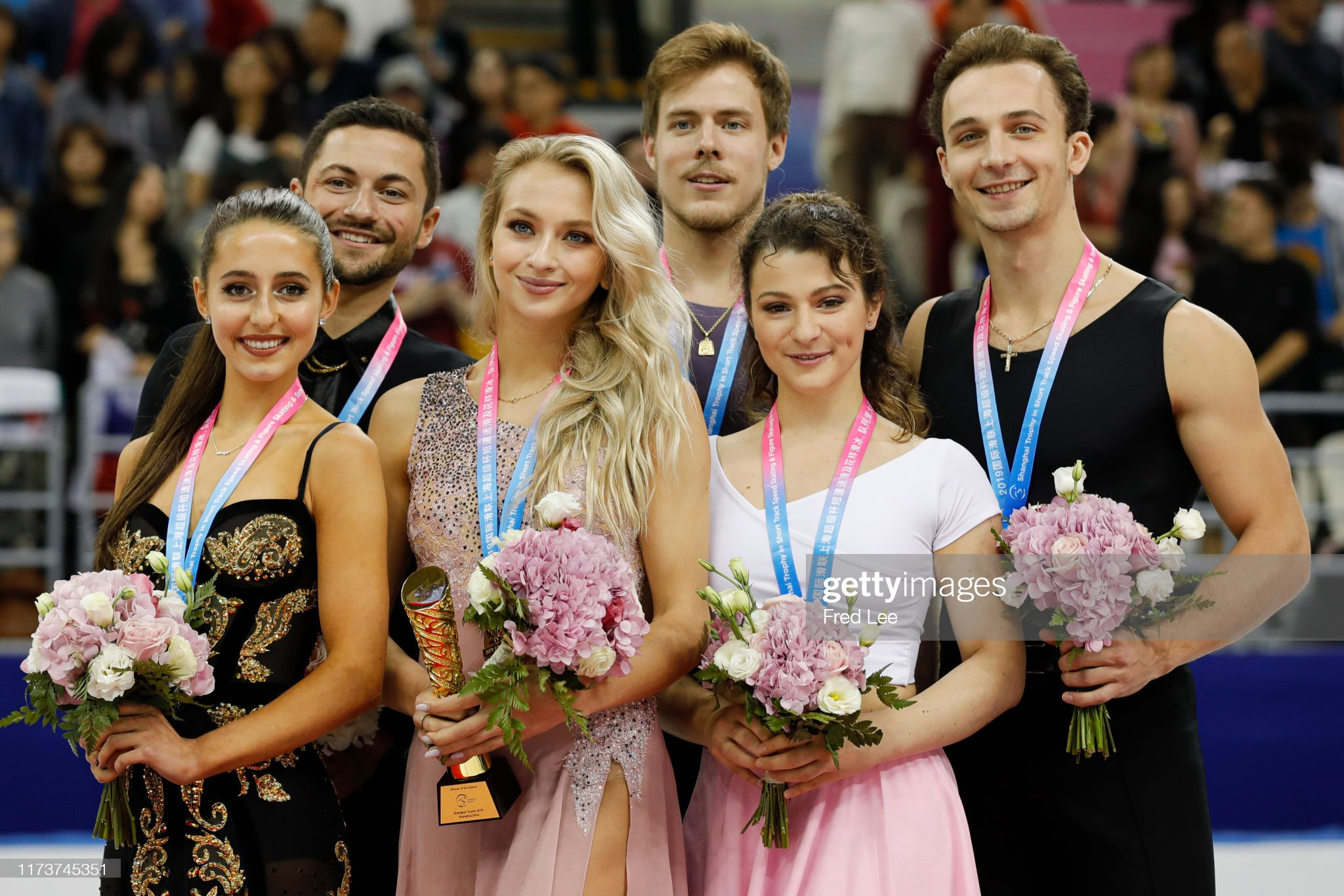 Shanghai Trophy (Invitational). 3-5 октября 2019. Шанхай (Китай) - Страница 7 Lilah-fear-and-lewis-gibson-of-great-britainvictoria-sinitsina-and-picture-id1173745351?s=2048x2048