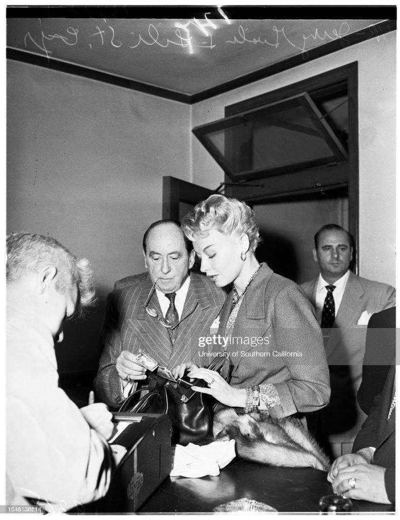 Lili St. Cyr in Court (Beverly Hills Justice Court), 1951 : News Photo