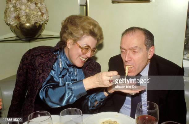 Lilian Uchtenhagen and Michael Kohn eating spaghetti