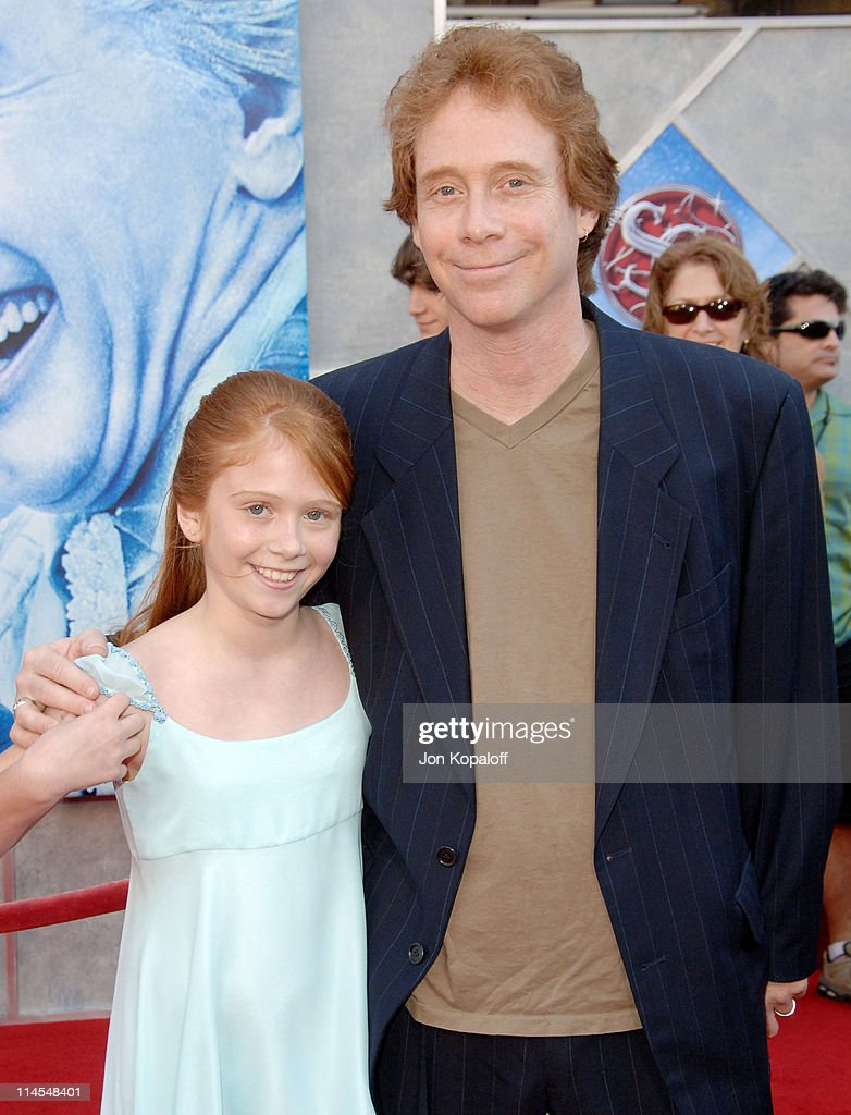 Liliana Mumy and dad Bill Mumy during 'Santa Clause 3: The Escape Clause' Los Angeles Premiere - Arrivals at El Capitan Theatre in Hollywood, California, United States.
