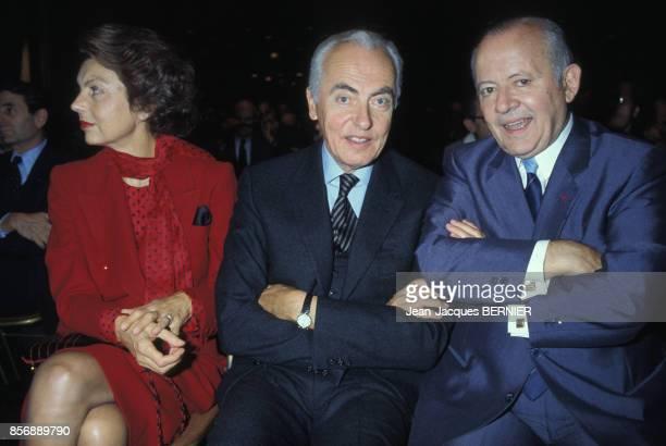 Liliane Bettencourt et André Bettencourt lors de la remise du prix du PDG de l'année à François Dalle le 9 novembre 1983 Paris France