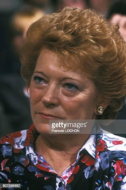 Liliane Marchais assiste à l'émission télévisée 'L'Heure de vérité' sur A2 avec son mari Georges Marchais secrétaire général du PCF le 25 février...