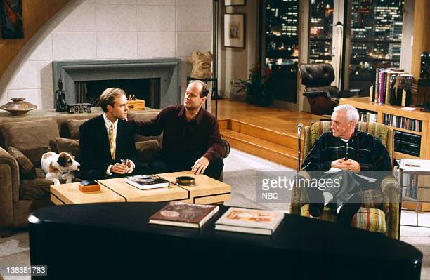 FRASIER A Lilith Thanksgiving Episode 7 Pictured Moose as Eddie David Hyde Pierce as Doctor Niles Crane Kelsey Grammer as Doctor Frasier Crane John...