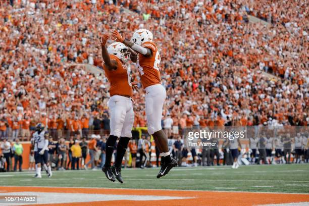 Lil'Jordan Humphrey of the Texas Longhorns congratulates Devin Duvernay after a touchdown reception in the second half against the West Virginia...