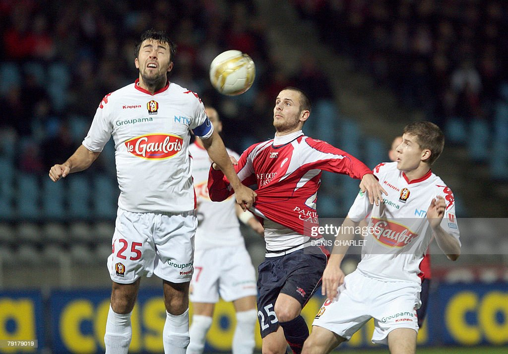 Lille defender Nicolas Plestan (C) fights for the ball with Le Mans' Montenegro defender Marko Basa and Le Mans defender Cyriaque Louvion during the French L1 football match Lille vs. Le Mans, 23 January 2008 at Lille metropole stadium in Villeneuve-d'Ascq.