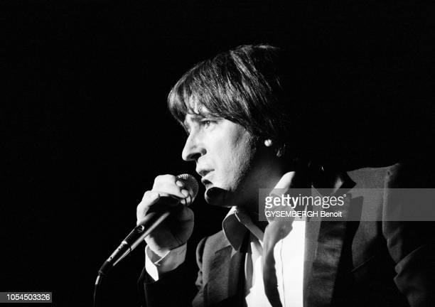 Lille France février 1982 Le chanteur Serge LAMA à Lille pour une série de concerts au théâtre Sébastopol du 1er au 5 février Ici photographié de...