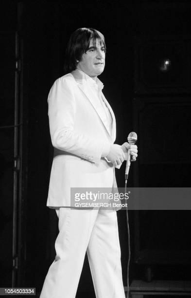 Lille France février 1982 Le chanteur Serge LAMA à Lille pour une série de concerts au théâtre Sébastopol du 1er au 5 février Ici photographié sur...