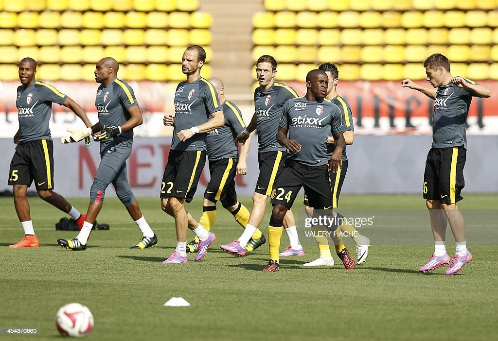 Lille players warm up prior to the French L1 football match Monaco (ASM) vs Lille (LOSC) on August 30, 2014 at the Louis II stadium in Monaco.