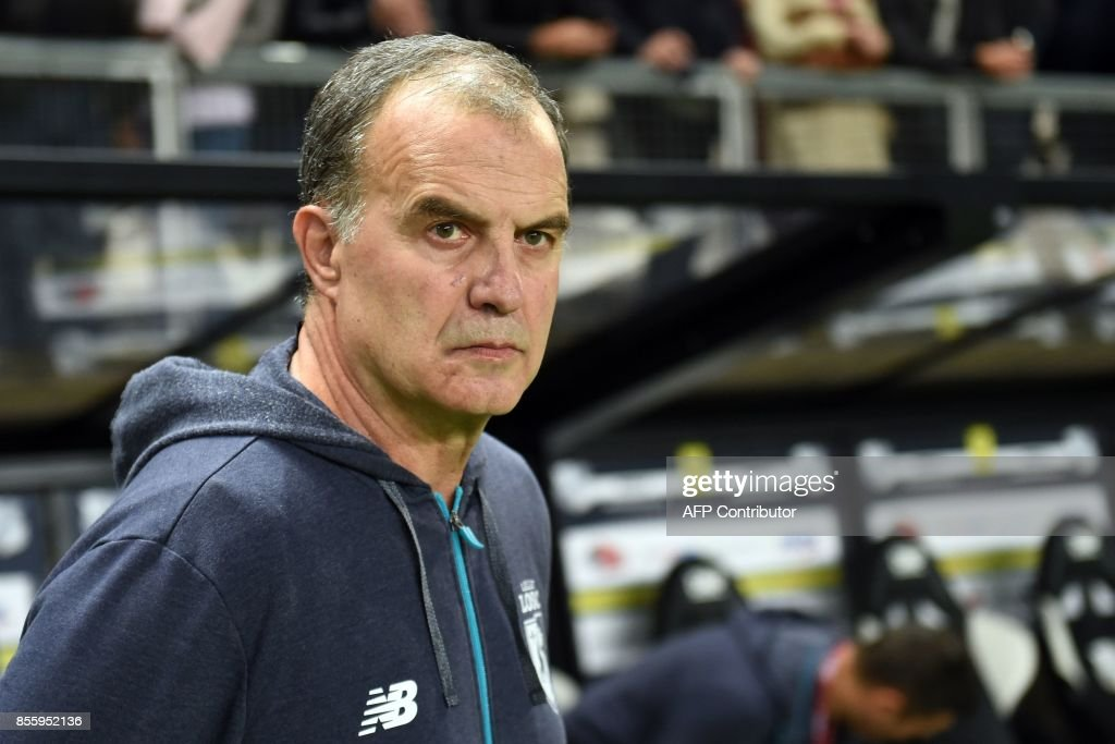 Lille's Argentinian head coach Marcelo Bielsa looks on during the French L1 football match between Amiens and Lille on September 30, 2017 at the Licorne stadium in Amiens. /