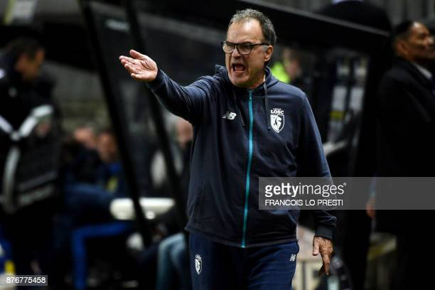 Lille's Argentinian head coach Marcelo Bielsa shouts and gestures during the French L1 football match between Amiens and Lille on November 20 2017 at...