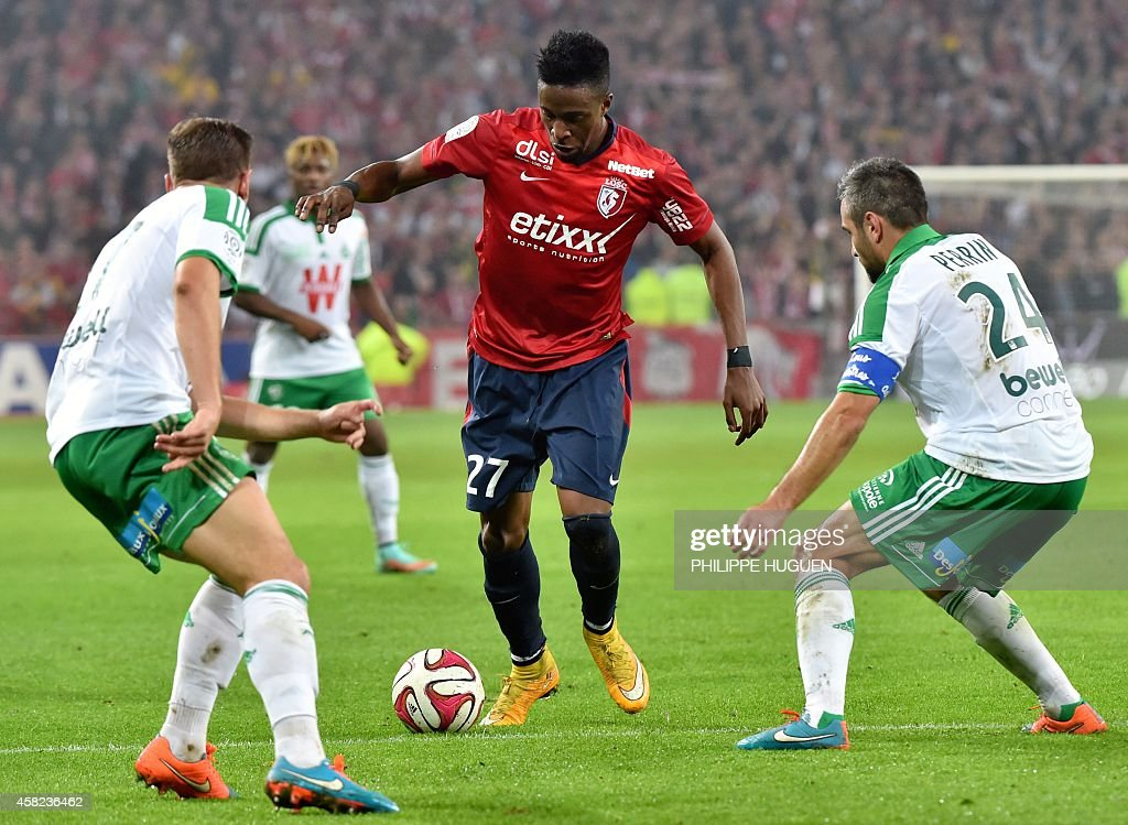 FBL-FRA-LIGUE1-LILLE-SAINT-ETIENNE : News Photo