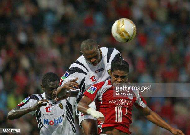 Lille's defender Franck Beria vies with Sochaux' defenders Hakim El Bounadi and Guirane N'Daw during their French L1 football match 15 August 2007 at...