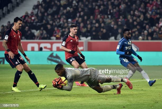 Lille's French goalkeeper Mike Maignan vies with Amiens' Colombian forward Stiven Mendoza during the French L1 football match between Lille and...