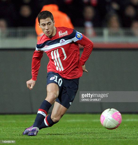 Lille's french midfielder Eden Hazard passes the ball during the French L1 football match Lille vs Valenciennes on March 18 2012 at Lille metropole...