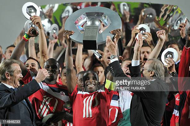 Lille's French midfielder Rio Mavuba shows the French Ligue 1 trophy at the end of the French L1 football match Lille vs Rennes on May 29 2011 at...