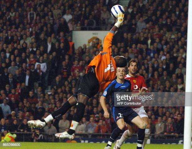 Lille's goalkeeper Tony Mario Sylva stretches for a great save to deny Manchester United's Ruud van Nistelrooy a goal during their UEFA Champions...