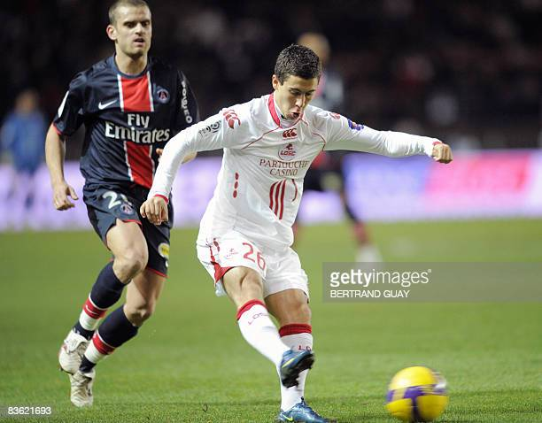 Lille's midfielder Eden Hazard vies with Paris's forward Jerom Rothen during their French L1 football match Paris against Lille on November 9 2008 at...
