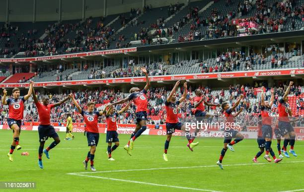 TOPSHOT Lille's players celebrate after winning 21 the French L1 football match between Lille and FC Nantes at the Pierre Mauroy Stadium in...