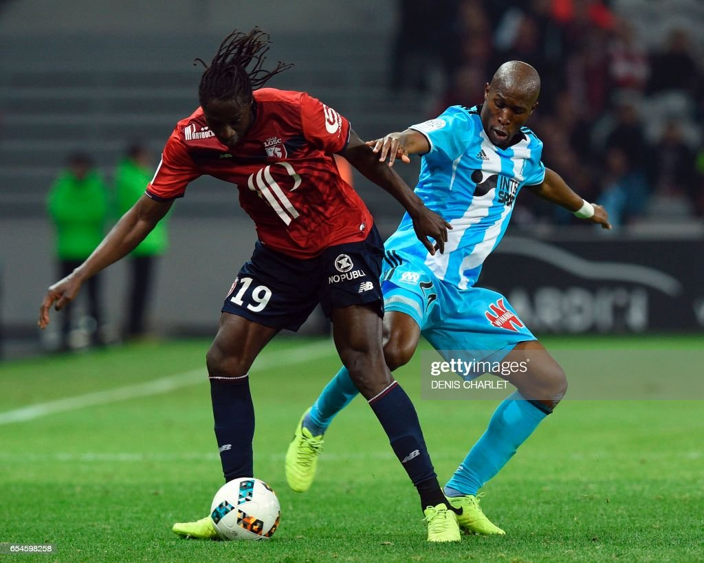 Lille's Portuguese forward Eder (L) vies with Olympique de Marseille's French midfielder Andre-Frank Zambo Anguissa during the French L1 football match between Lille OSC (LOSC) and Marseille on March 17, 2017 at the Pierre-Mauroy Stadium in Villeneuve d'Ascq, near Lille, northern France. /