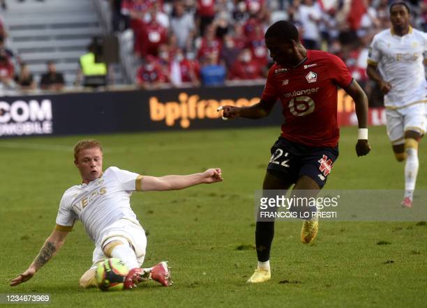 Lille's US forward Timothy Weah vies with Nice's defender Melvin Bard during the French L1 football match between Lille and Nice on August 14, 2021...