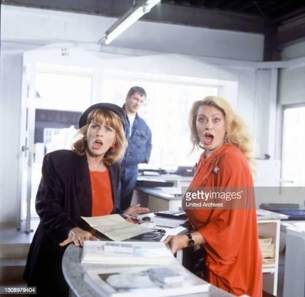 Lilli lässt sich scheiden und geht zur Wahrsagerin / D 1992 - Michael Verhoeven / Lilli will sich scheiden lassen, doch es läuft einiges schief....