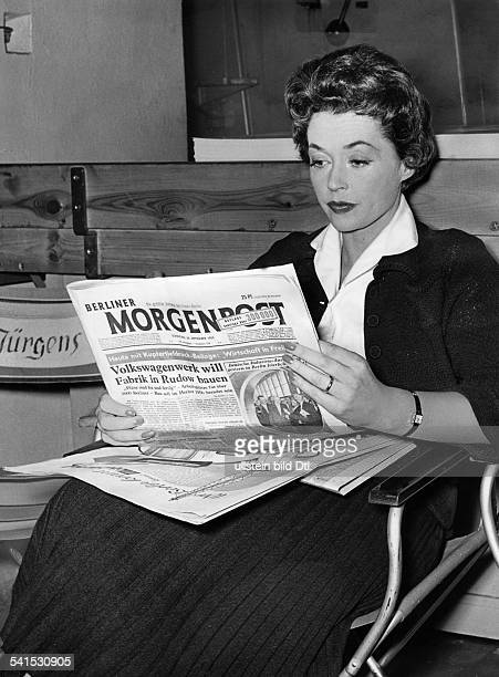 "Lilli Palmer, *-+, Actress, Germany - in a break of the shooting for the film ""Devil in Silk"" , reading the news paper ""Berliner Morgenpost"" - 1955"