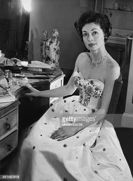 Lilli Palmer * Actress Germany in her dressing room in the Phoenix theatre in London 1955