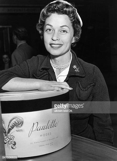 Lilli Palmer * Actress Germany with a hatbox 1960