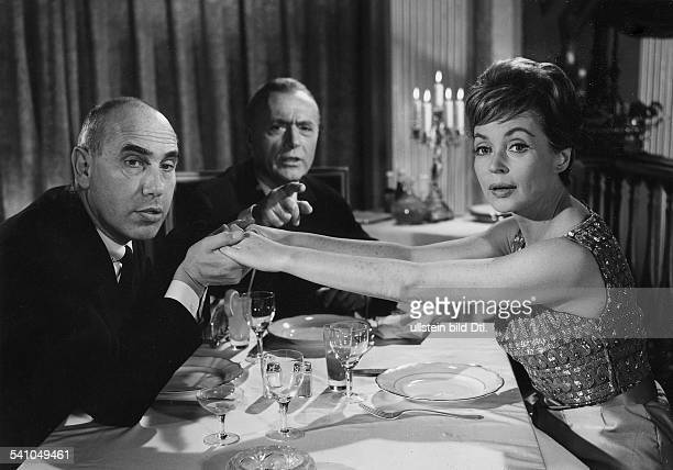 Lilli Palmer, *-+, Actress, Germany - with Charles Regnier and Charles Boyer in the film 'The Seduction of Julia', director: Alfred Wiedemann -...