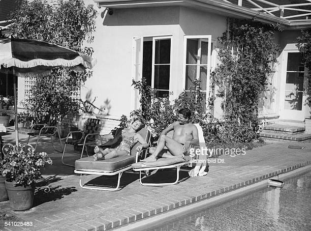 Lilli Palmer * Actress Germany with her husband Carlos Thompson at the pool of the house of Marlon Brando 1960