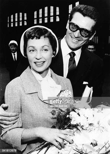Lilli Palmer * Actress Germany with her husband Carlos Thompson at the airport 1958