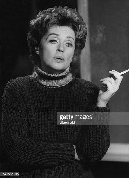 Lilli Palmer * Actress Germany with zigarette 1965