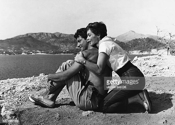 Lilli Palmer, , Actress, Germany - with her husband Carlos Thompson bei the shooting of the film 'Between Time and Eternity' - 1957