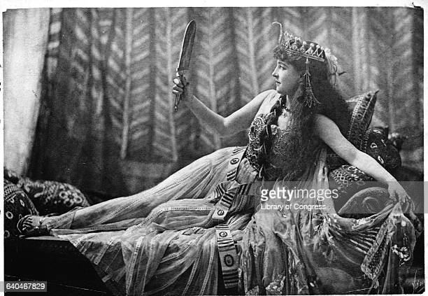 Lillie Langtry posing as Cleopatra