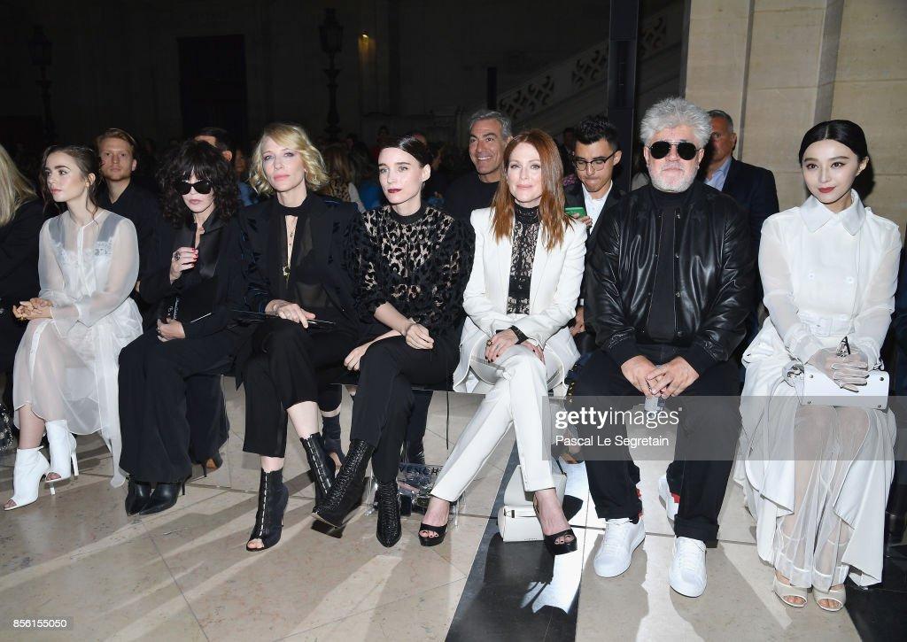 Givenchy : Front Row - Paris Fashion Week Womenswear Spring/Summer 2018