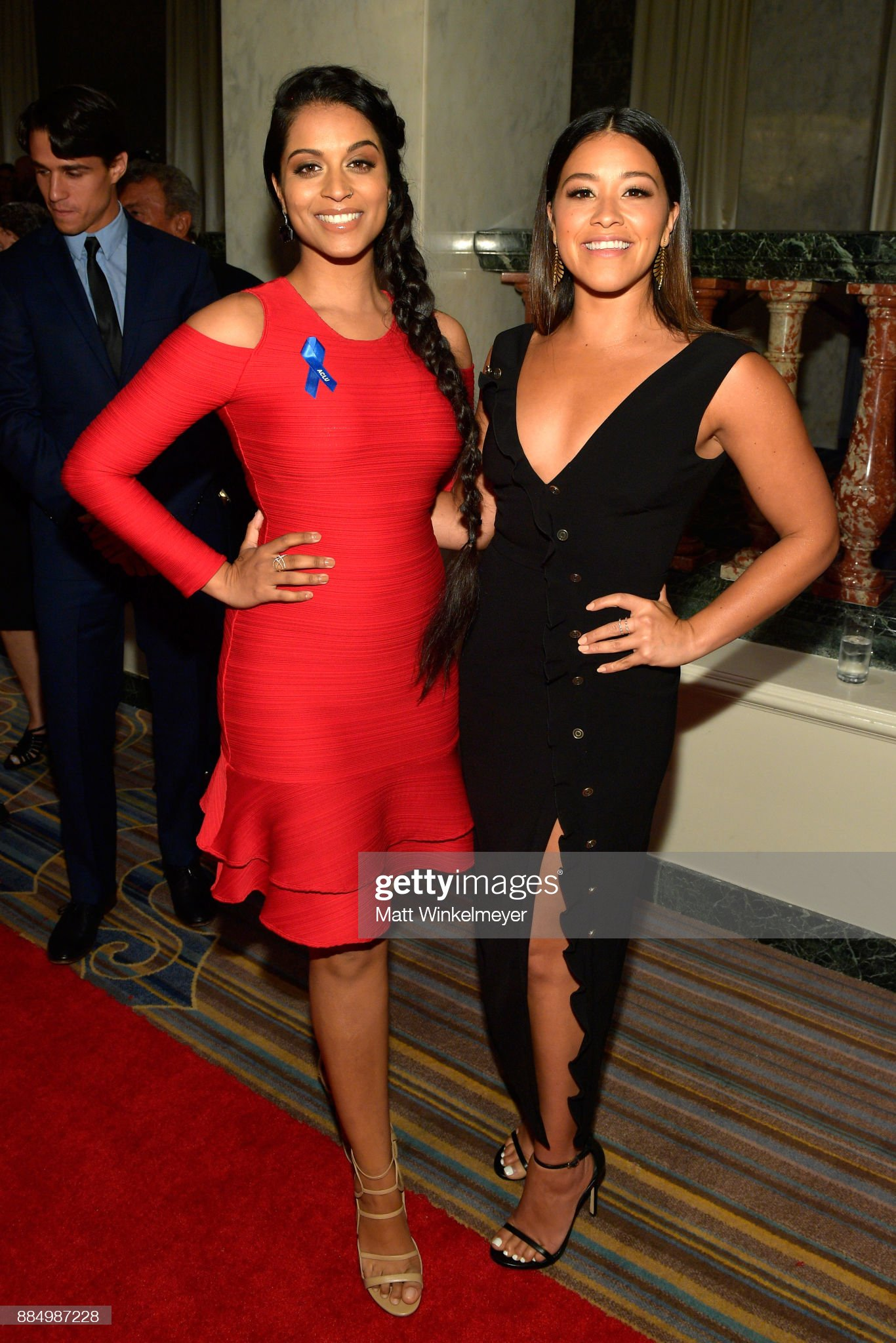 ¿Cuánto mide Lilly Singh? - Altura - Real height Lilly-singh-and-honoree-gina-rodriguez-attend-aclu-socal-hosts-annual-picture-id884987228?s=2048x2048