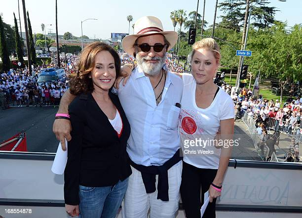 Lilly Tartikoff actor Andy Garcia and host Julie Bowen attend the 20th Annual EIF Revlon Run/Walk For Women at Los Angeles Memorial Coliseum on May...