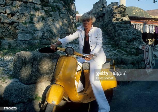 Lilo Kramm Rhodos Dodekanes Griechenland Europa Urlaub Roller Mofa fahren MW/LG