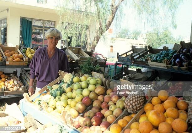 Lilo Kramm Rhodos Dodekanes Griechenland Europa Urlaub Stadtbummel Apfel Ananas Pampelmuse Obst Frucht VerkaufsStand MW/LG