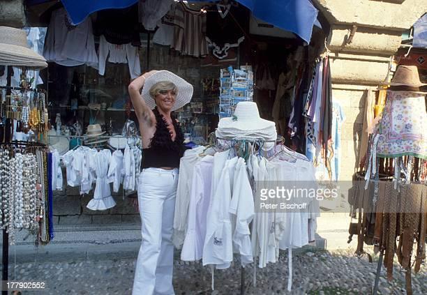 Lilo Kramm Rhodos Dodekanes Griechenland Europa Urlaub Stadtbummel Einkaufen Bekleidung VerkaufStand Hut Kleid MW/LG